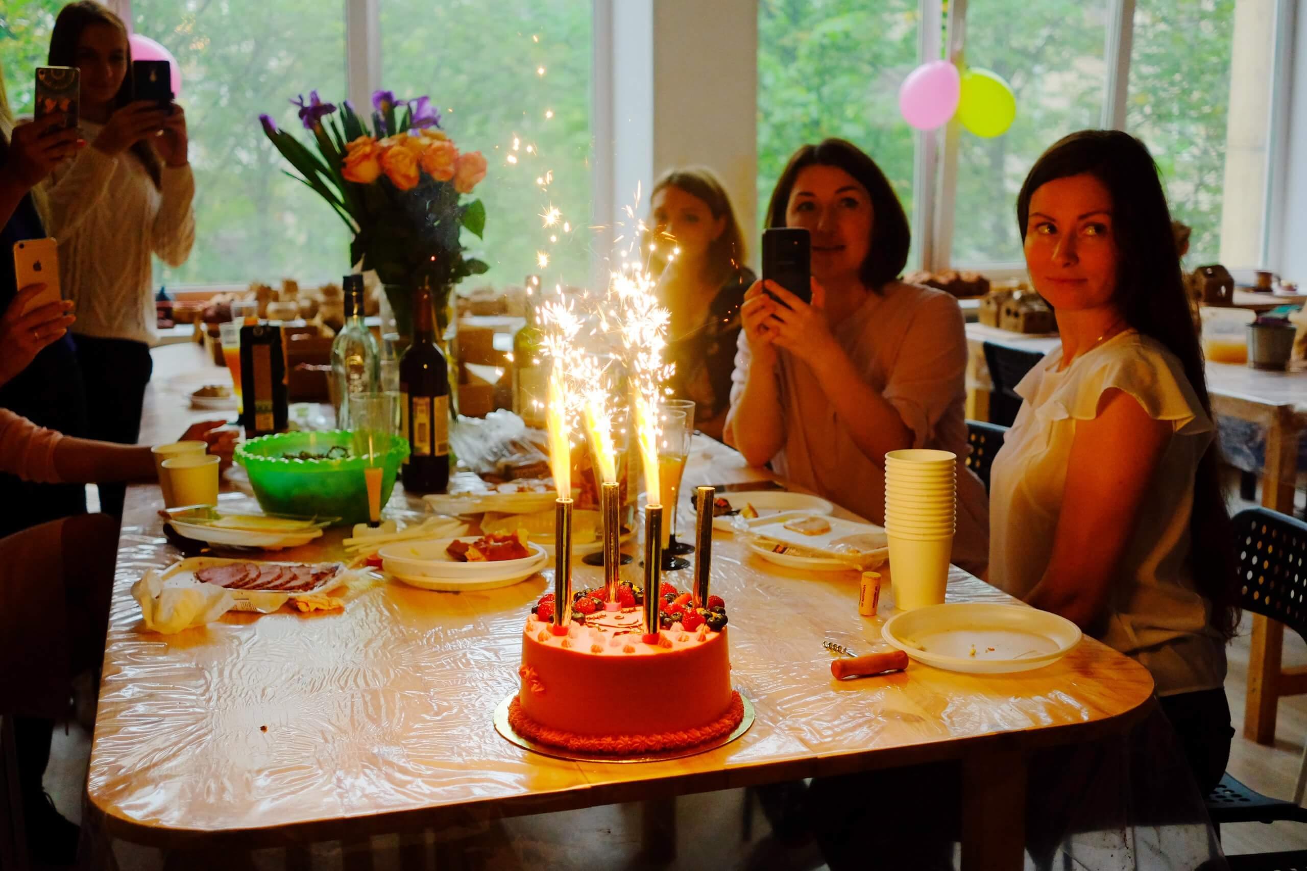 торт с фейерверком